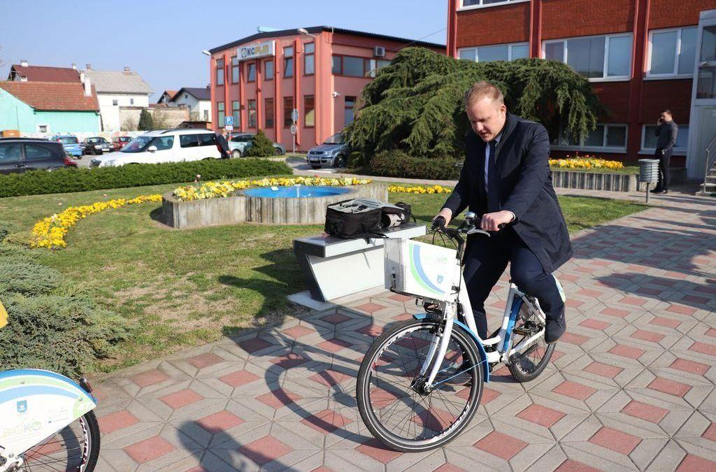 Eco-city Koprivnica: Odvojeno prikupljaju 56 posto otpada, prvi uveli besplatan e-javni prijevoz, gradska uprava i poduzeća 'sheraju' električna i hibridna vozila…