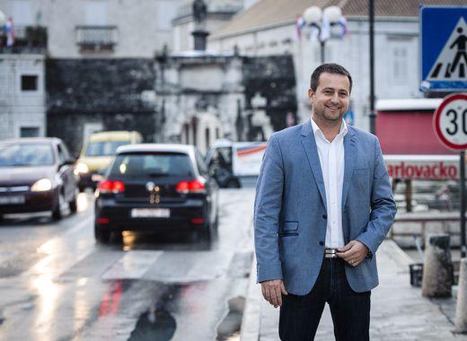 Nove mjere štednje u Trogiru: Gradonačelniku i zamjenicima 15% niža plaća, zaposlenima u gradskoj upravi smanjenje od 10%, vijećničke naknade i naknade za nadzorne odbore režu se za 50%