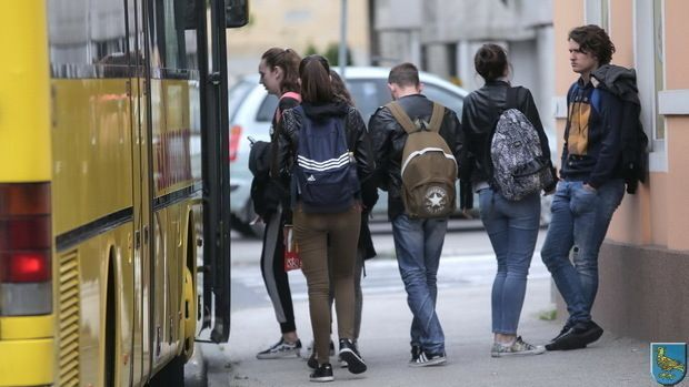 Jastrebarsko: Primaju se zahtjevi za sufinanciranje cestovnog i željezničkog prijevoza učenika srednjih škola