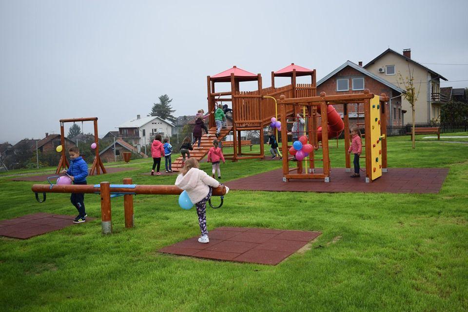 Petrinja: Otvoreno dječje igralište vrijedno više od 350 tisuća kuna