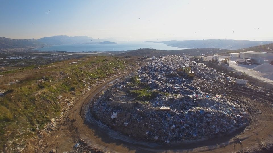 "Trogir: Započeli radovi na sanaciji odlagališta otpada ""Vučje brdo"""