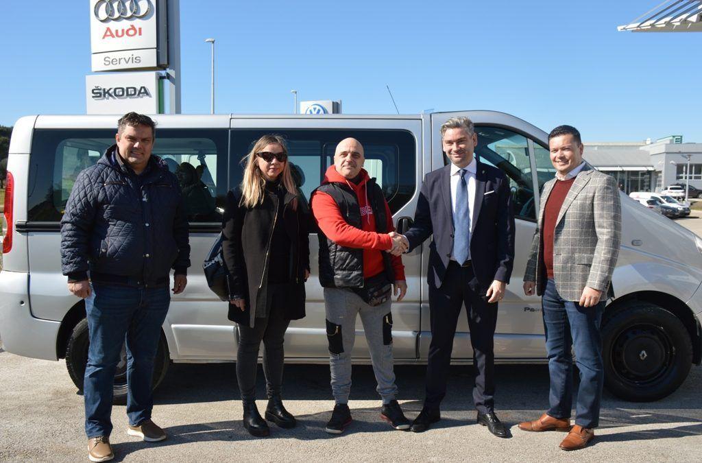 Pula: U humanitarnoj akciji prikupljena sredstva i kupljen kombi za Melisu Halilović
