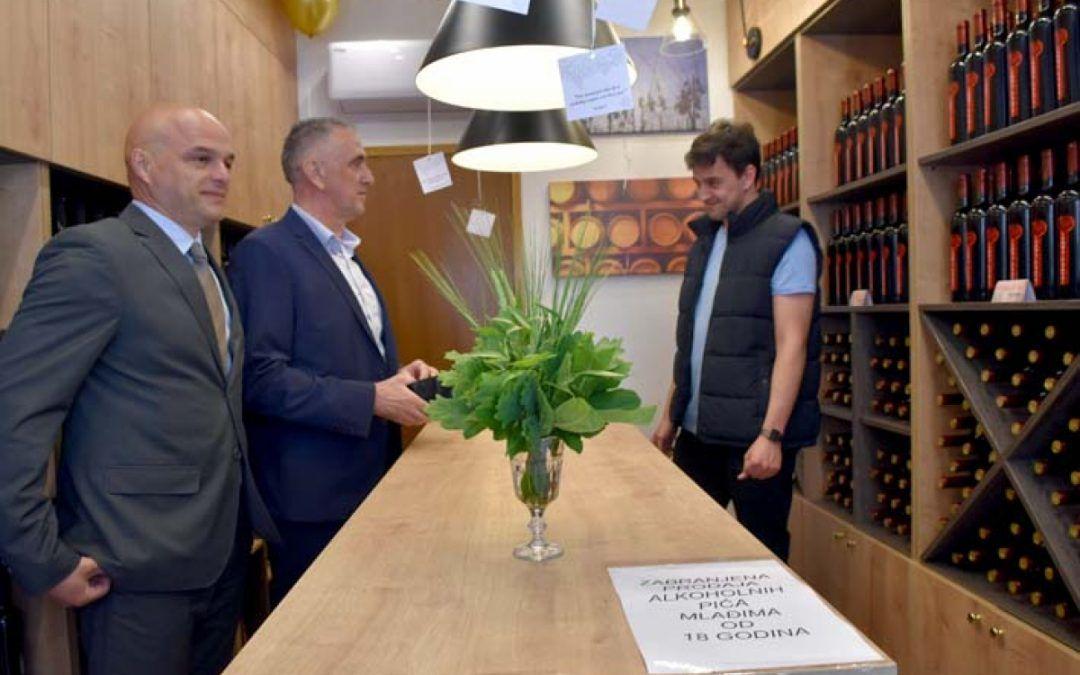 Veleučilište u Požegi otvorilo prodavaonicu svojih vina u centru grada