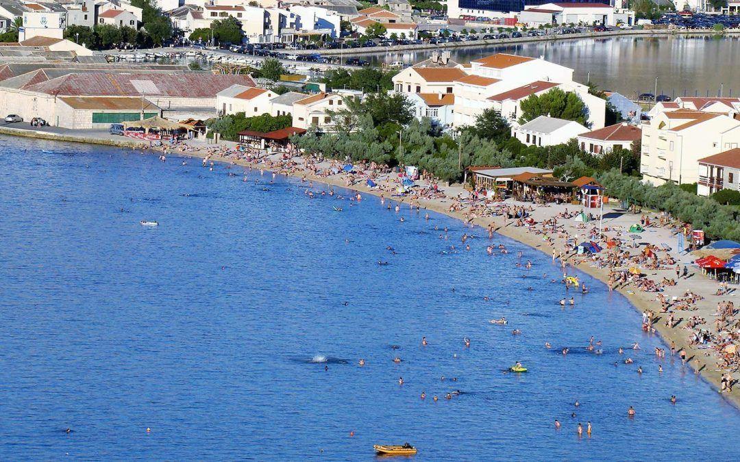 Pag: Na plaži Prosika uredit će se tuševi, sanitarni čvor, iznajmljivati ležaljke i suncobrani