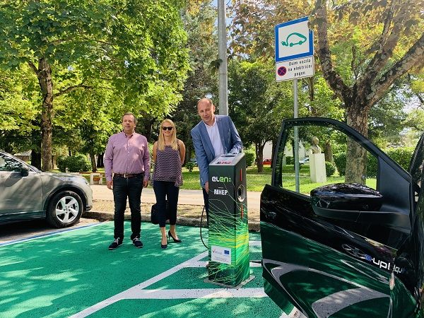 Pazin: Otvorena prva punionica za električna vozila