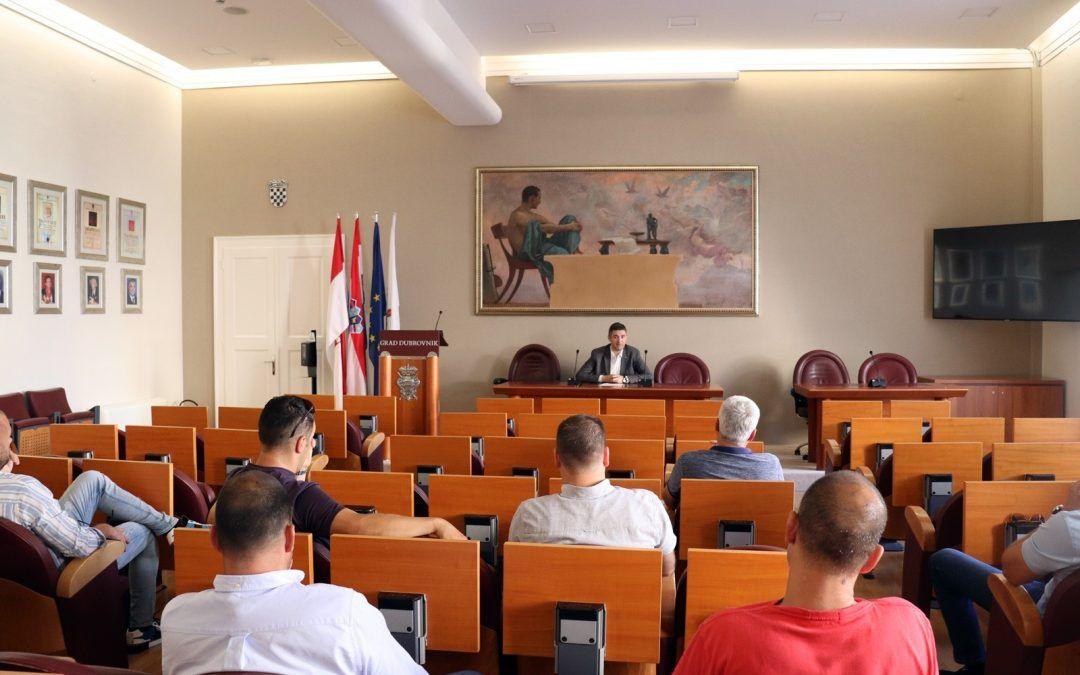 Dubrovnik: Gradonačelnik sa zukupcima javnih površina i poslovnih prostora – zakup će se obračunavati prema ostvarenom prometu