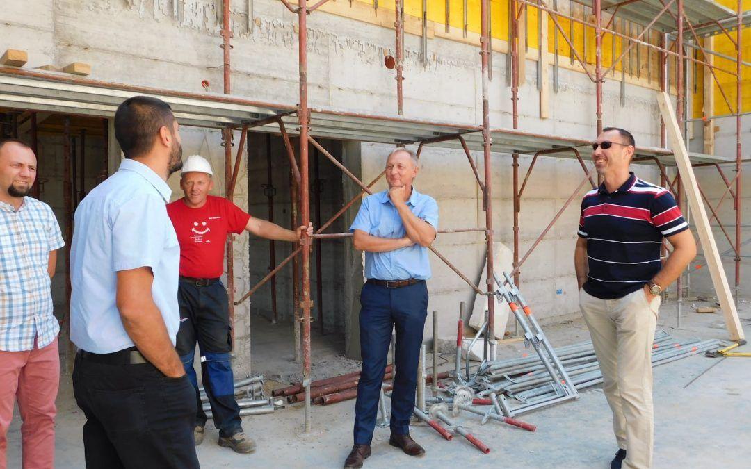 Kutina: Dobro napreduje rekonstrukcija Društvenog doma u Banovoj Jarugi, dograđuje se i vrtić – vrijednost projekta 10,5 milijuna kuna
