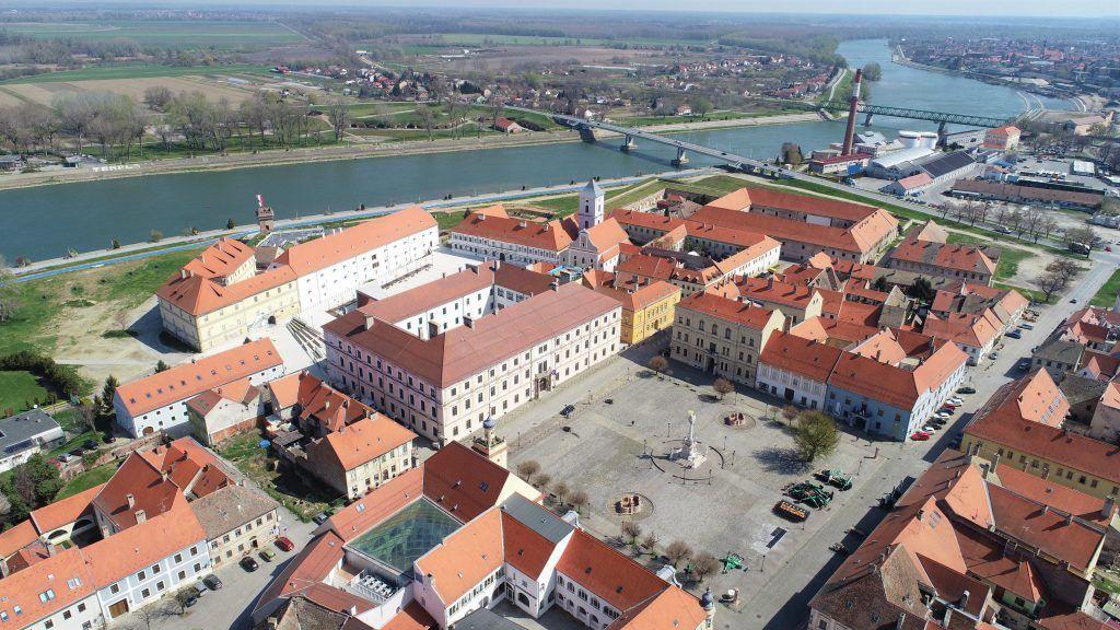 Osijek: Uveli sustav e-socijalnih kartica – jednom karticom do besplatnog prijevoza, prehrane, socijalne samoposluge…