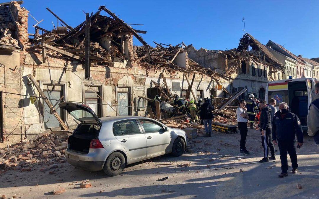 Čitava Hrvatska na nogama: Nakon katastrofalnog potresa pomoć Petrinji i Sisku stiže sa svih strana – stižu vatrogasci iz svih dijelova zemlje, uz Vladu i sve više gradova šalje hitnu novčanu pomoć….