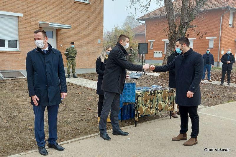 Vukovar: Dodijeljeno još 14 kadrovskih stanova u Borovu naselju