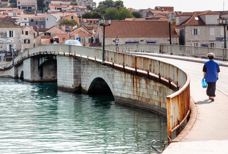 Trogir: Počinje sanacija starog mosta, građane će s Čiova prebacivati besplatna brodska linija