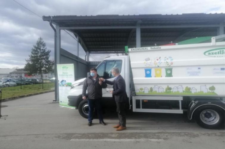 Ozalj: Stiglo novo vozilo za odvojeno prikupljanje otpada vrijedno 603,5 tisuće kuna