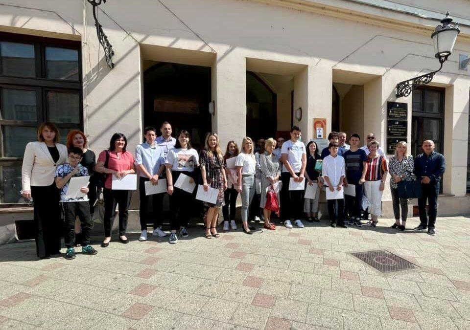 Vinkovci su jedan od rijetkih gradova koji novčanim nagradama potiče izvrsnost: 'Ulaganje u djecu i obrazovanje je ulaganje u budućnost'