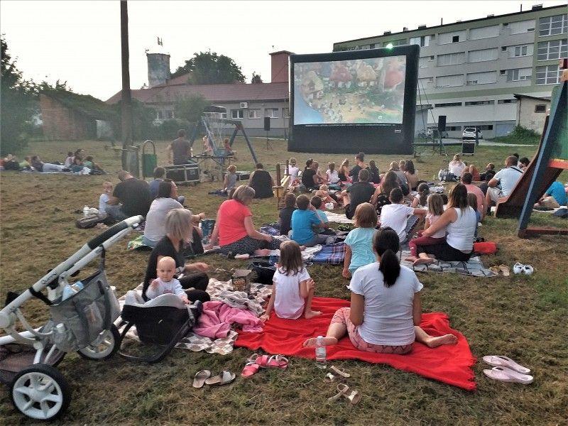 Čazma: I ovo ljeto 'Kino pod zvijezdama', građani biraju koji će se filmovi gledati