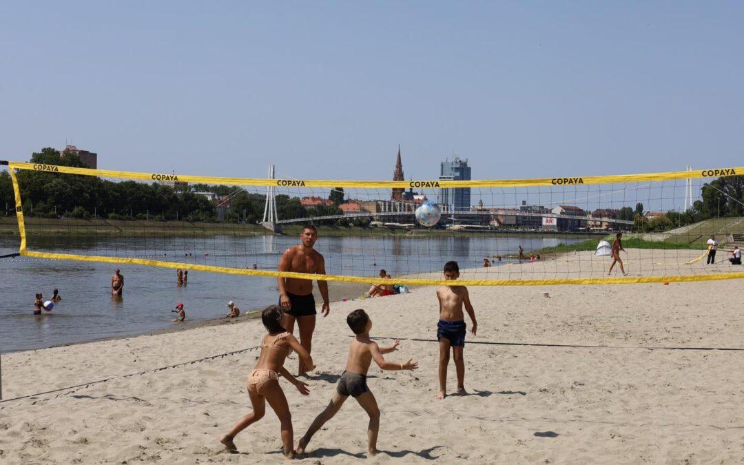 Osijek: Na Kopiki postavljeno igralište za odbojku, koševi za basket i zaštitna mreža za kupače
