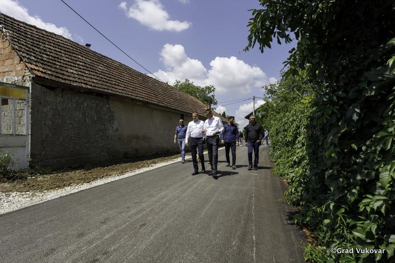 Vukovar: Radovima vrijednim 3,2 milijuna kuna kompletno sanirane ulice Vladimira Nazora i Matice Hrvatske u Sotinu